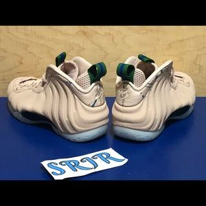 Nike Shoes - NEW Women's Nike Air Foamposite One Particle Beige